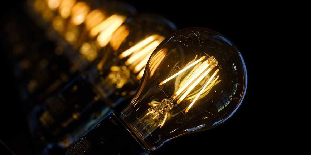 Source Bru-nO / 4691 images, https://pixabay.com/es/photos/l%C3%A1mpara-la-luz-iluminaci%C3%B3n-bombilla-3489395/, re-sized