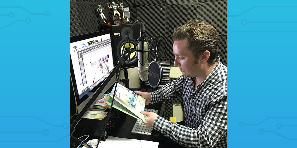 (Source: https://commons.wikimedia.org/wiki/File:Media_Producer_%26_Marketer_-_Tommy_Swanhaus_doing_a_voiceover_for_book.jpg)