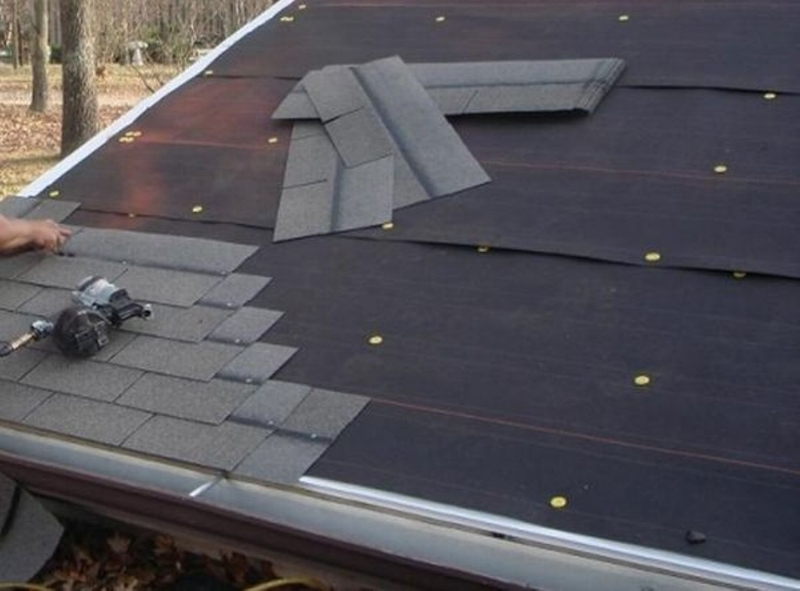 Cover the roof completely with felt